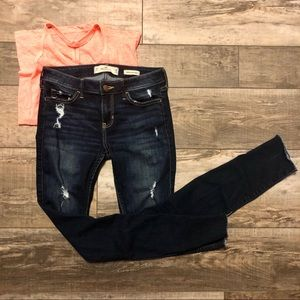 Hollister Destroyed Low Rise Super Skinny Jean